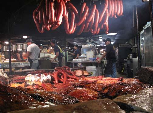 Le fumage de la viande se  fait à même la cuisine